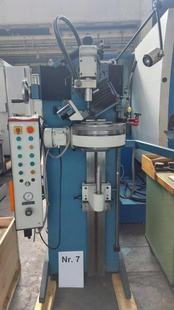 Center grinding machine